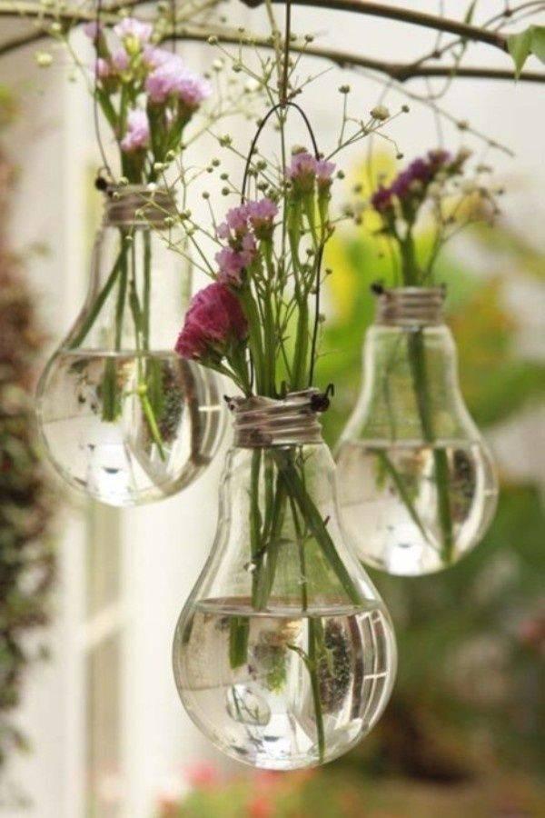 """Интересные идеи горшков для цветов: """"горшок"""" из лампочки"""