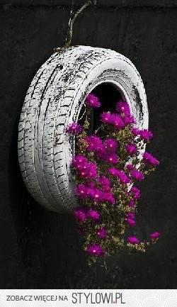 """Интересные идеи горшков для цветов: """"горшок"""" из шины"""