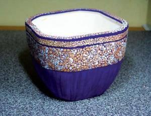 Украшаем цветочный горшок яичной скорлупой в домашних условиях
