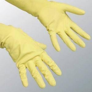 При уходе за диффенбахией используйте перчатки
