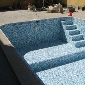 Бассейн можно залить из бетона