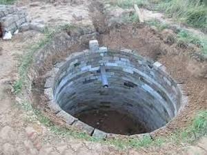 Выгребную яму можно сделать из бетонных колец