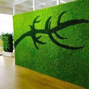 Вертикальное озеленение стильно смотрится в помещении